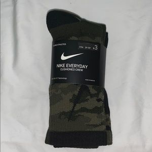 NWT Nike Kids Calf High Socks